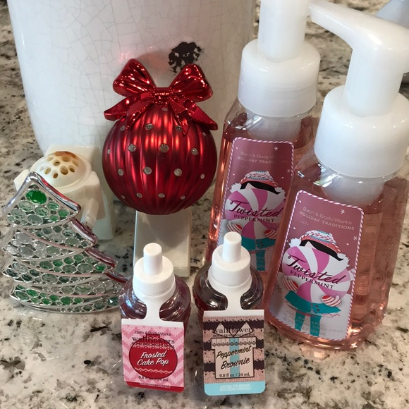 1 Bath /& Body Works Holiday with Red bow foaming Hand Soap Sleeve new